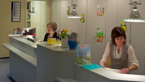 Praxiseingang zur Kinderarztpraxis Dr. Petra Müller